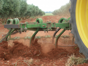 Agricultural equipment that can substitute mouldboard ploughing