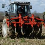 Implementos agrícolas para realizar trabalho ligeiro antes das semeadoras